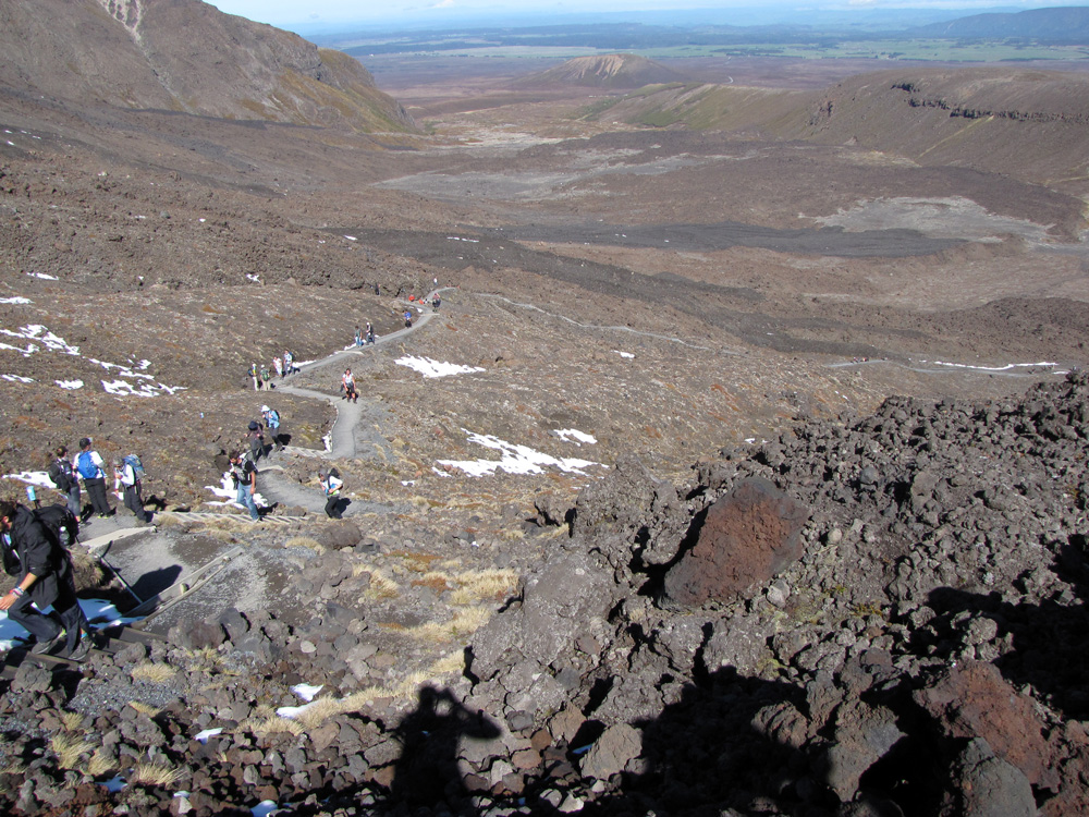 Tongariro_Crossing_early_ascent_1000px