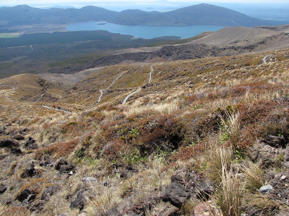 Tongariro_Crossing_heading_down